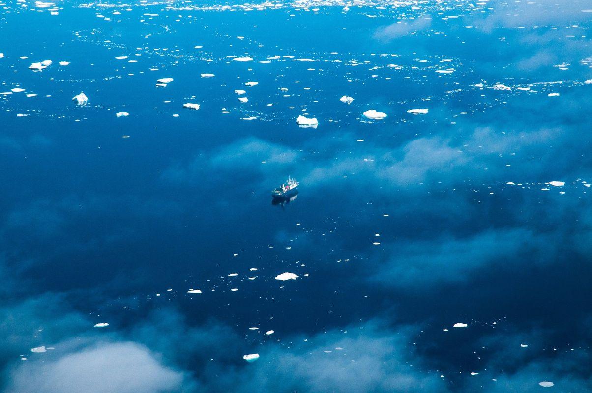 Plavba po najizolovanejších ostrovoch sveta s Lubošom Fellnerom a Tomášom Hušekom