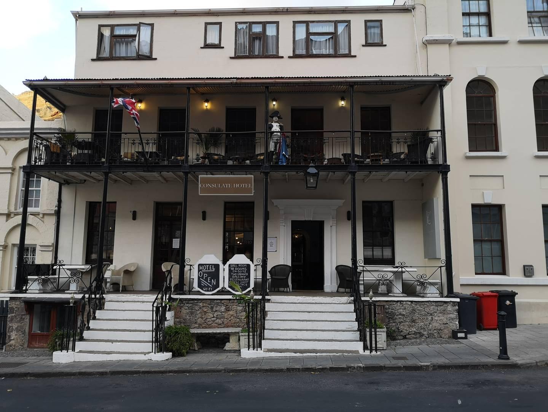 7b3252bac Azda najhistorickejší hotel na svete. The Consulate stelesňuje Svätú Helenu  a jej námornícku minulosť a prítomnosť. Foto: Tomáš Hušek — BUBO