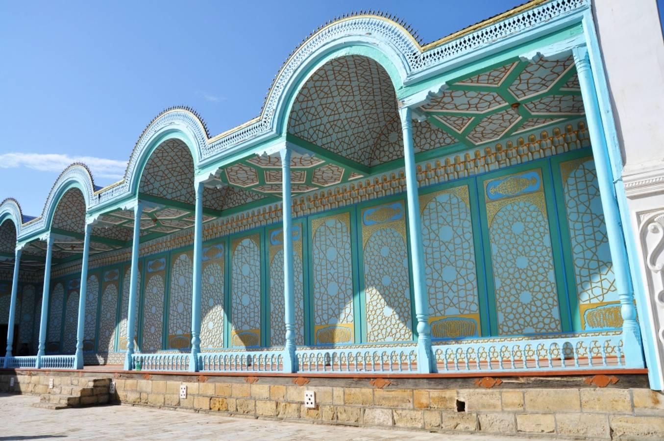 Cesta do Buchary. Z púšte do oázy a letný palác emíra