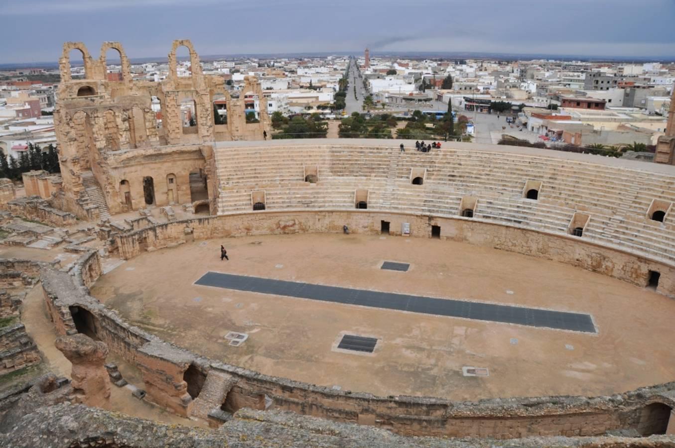 Biele uličky Mahdie a staroveký amfiteáter v El Jeme