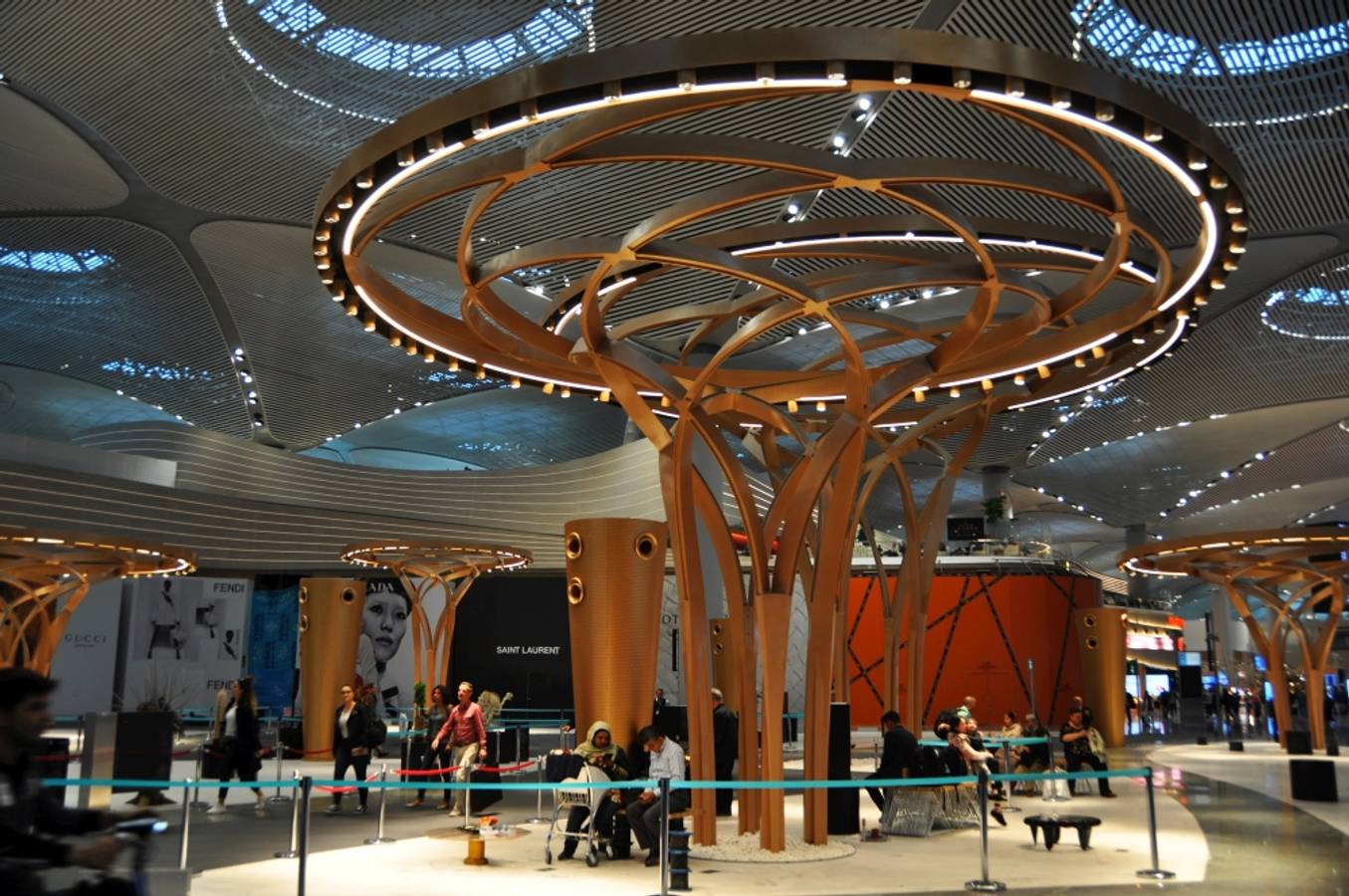 Prvé dojmy z najväčšieho letiskového terminálu na svete