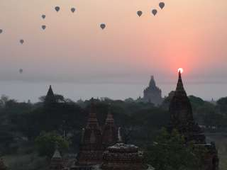 Ráno v balóne nad Baganom