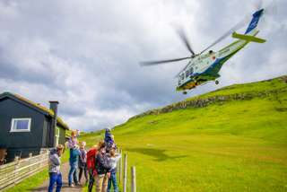 Vrtuľníkom medzi Faerskými ostrovmi