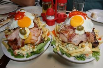Chivito - národná kalorická bomba štátu Uruguaj