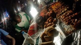 Street food festival vo Forodhani parku