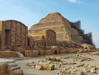 Sakkara - stupňovitá pyramída