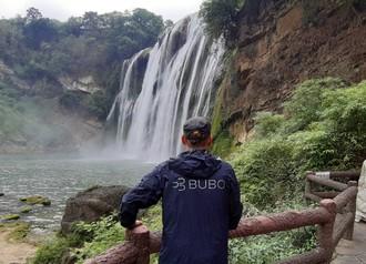Srdcom najväčšieho vodopádu Ázie