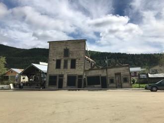 Šikmé domy v meste zlatokopov
