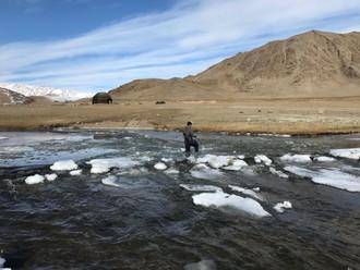 Trik ako prekrižovať zamznutú rieku