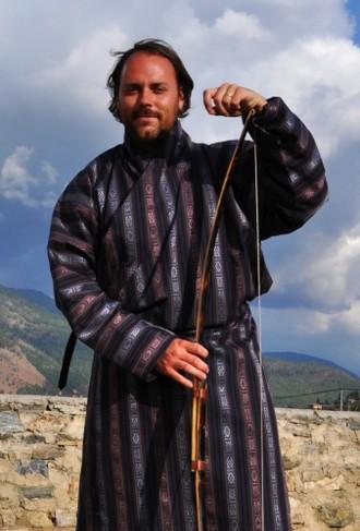 V bhutánskych krojoch za tradičnou lukostreľbou