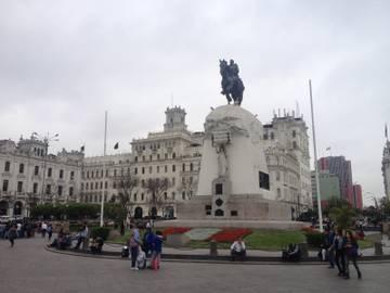 """63722ae69835c Prídeme na námestie Plaza San Martín. Kto bol tento známy libertador  (""""osloboditeľ"""""""