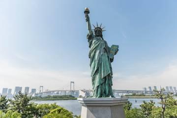 05b94e640 Japonská socha slobody a Dúhový most z ostrova Odaiba. foto : Martin  FERENČÍK — BUBO