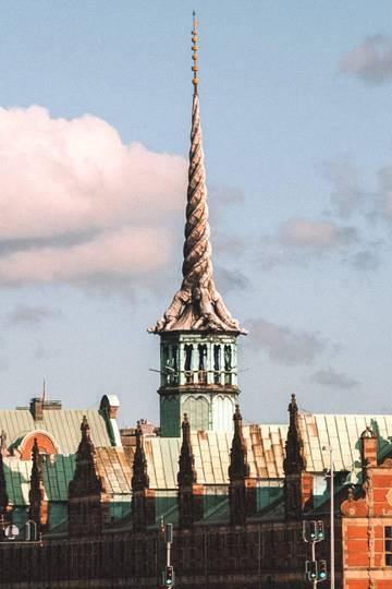 66c530870 Ikonická veža budovy bývalej dánskej burzy. foto: archív BUBO - Škandinávia  Švédsko Lotyšsko Fínsko