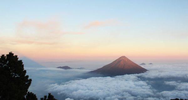 Antigua - koloniálna kráska v obkľúčení vulkánov