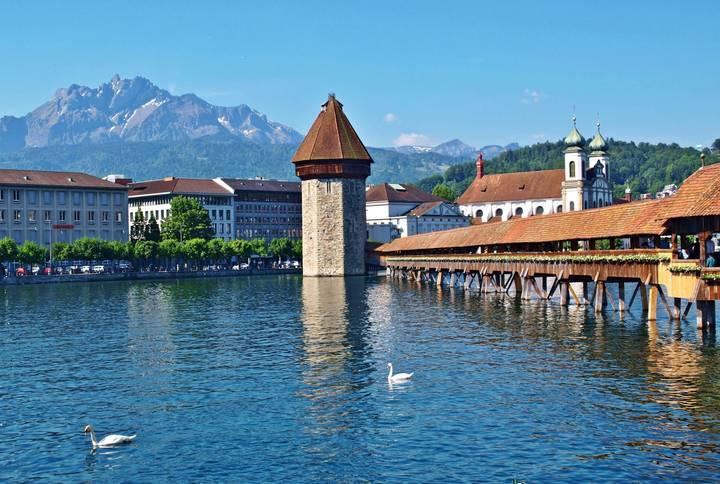 88fb834ba Susedný Luzern, považovaný za jedno z najkrajších miest sveta, nemôže na  programe chýbať. Foto: František Kekely — BUBO
