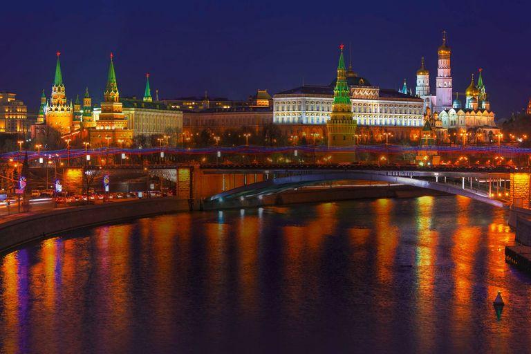 Dva medvede - Moskva a Petrohrad