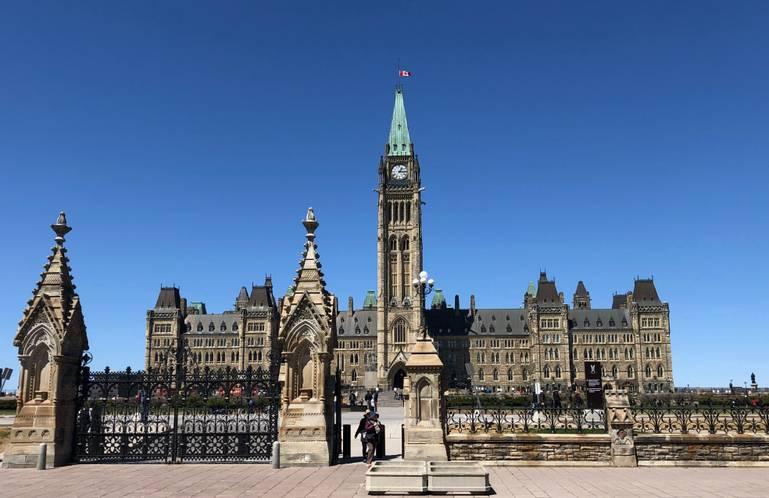 Ottawa medzi anglickým a francúzskym svetom